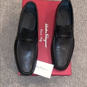 Brand new Ferragamos only worn once Nero black
